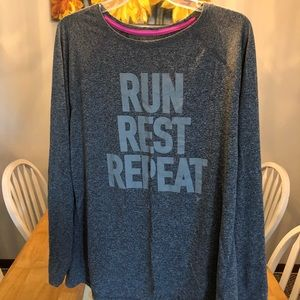 Old navy activewear top with thumb holes XXL